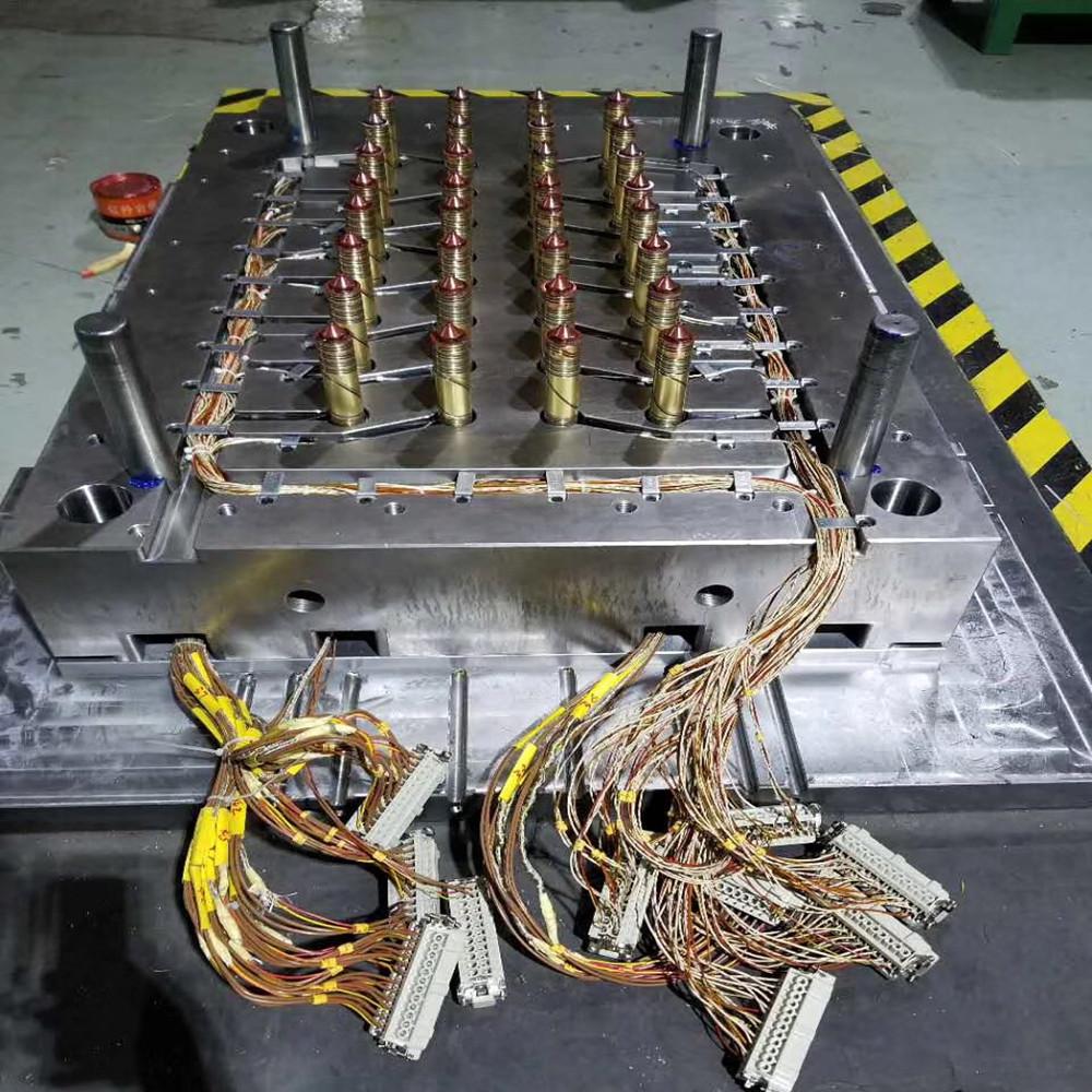 china-factory-plastic-light-mold-injection-led