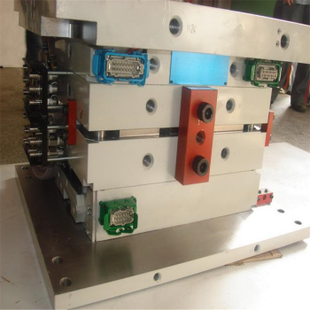 Plastic-injection-electric-switch-plug-socket-mould