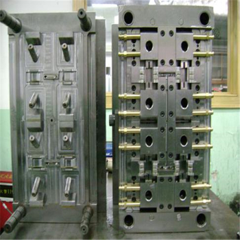 Plastic-injection-molding-for-plastic-trash-can