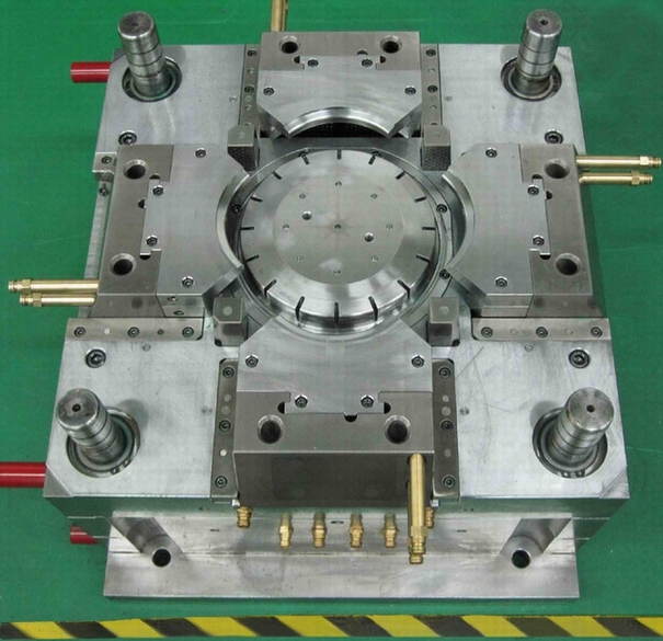 New design plastic injection mold and molded parts
