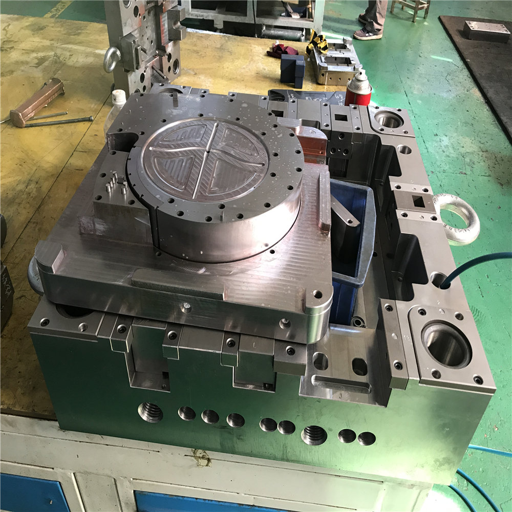 new products and high precision plastic injection mold from chinese mold maker